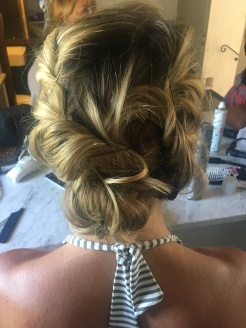 The bride's hair without flowers.