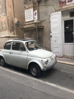 I LOVE old Fiat 500's